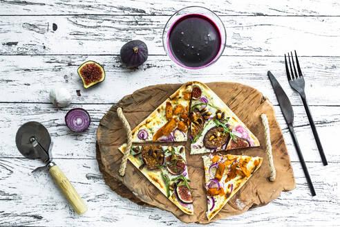 Tart with cheese, garlic, red onions, gyros strips and sauerkraut cabbage - SARF04359