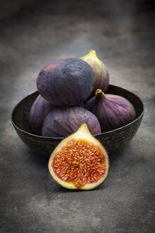 Bowl with figs - LVF08314