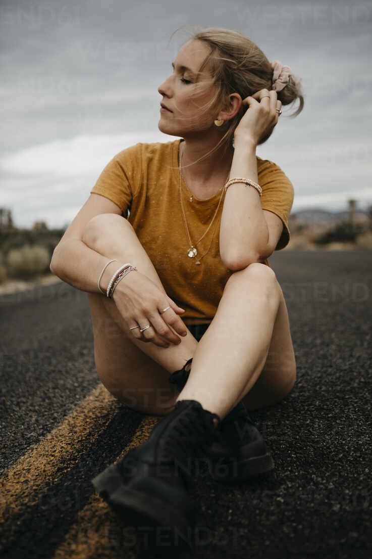 Woman sitting on road, Joshua Tree National Park, California, USA - LHPF01015 - letizia haessig photography/Westend61