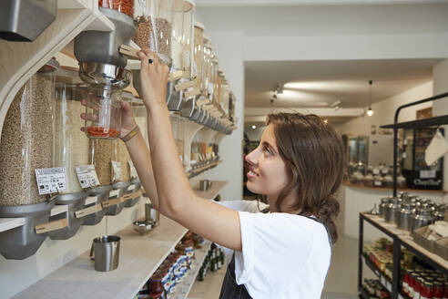 Young woman shopping in packaging-free supermarket - SUF00622