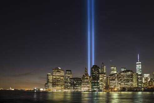 Manhattan skyline and Financial District at night. - CAVF64828