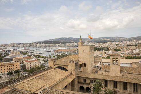 Spain, Balearic Islands, Mallorca, Palma de Mallorca, Scenic view of city - JMF00449
