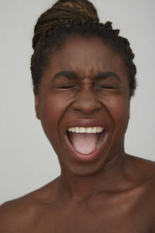 Portrait of African woman, screaming - PGCF00032