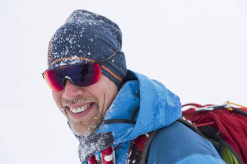 Portrait of man ice-skating - JOHF03040