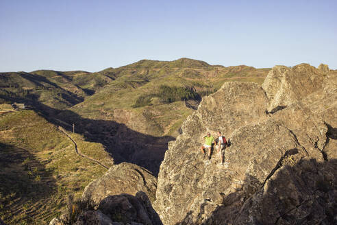 Spain, Canary Islands, La Gomera, Two hikers resting on ridge of Table Mountain - MAMF00875