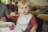 Portrait of blond little boy eating breakfast egg - MFF04888
