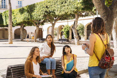 Female friends meeting in a city park - MPPF00115