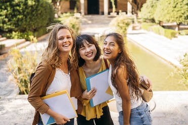 Portrait of three happy female friends visiting a formal garden - MPPF00148