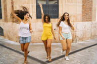 Three carefree female friends in the city - MPPF00184