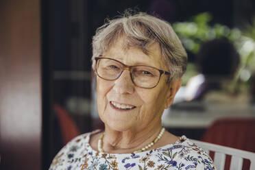 Portrait of a smiling senior woman - MFF04916