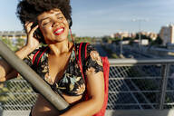 Female Afro-American with headphones listening music - ERRF01738