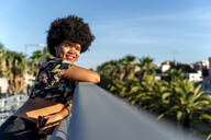 Female Afro-American with smartphone - ERRF01747