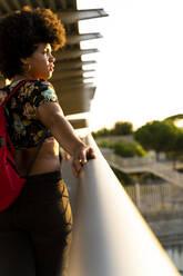 Female Afro-American looking sideways - ERRF01777