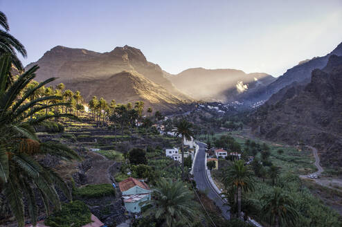 stimmungsvoller Sonnenaufgang im Tal von Valle Gran Rey, el Guro, La Gomera, Kanarische Inseln, Kanaren, Spanien - MAMF00899