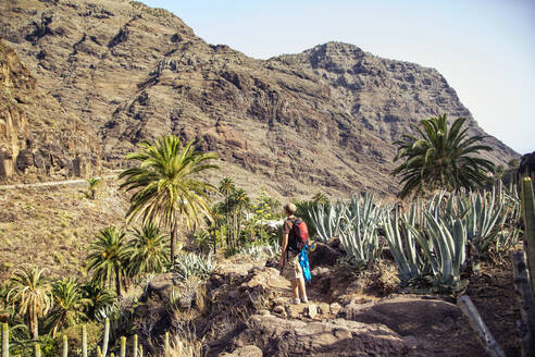 Wanderer, El Guro, Valle Gran Rey, La Gomera, Kanarische Inseln, Kanaren, Spanien - MAMF00914