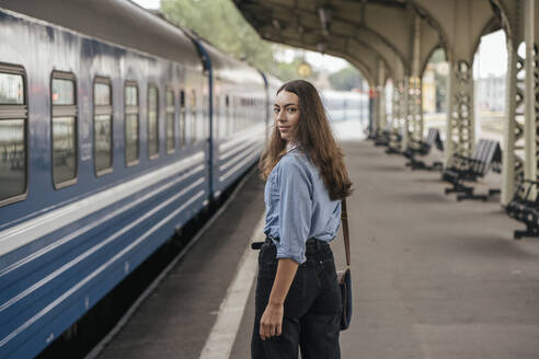 Young female traveller on train station - VPIF01736