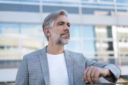 Portrait of fashionable mature businessman outdoors - DIGF08558