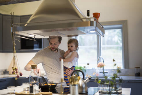 Father with daughter in kitchen - JOHF04401