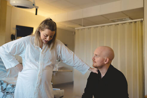 Pregnant woman with partner in delivery room - JOHF04531