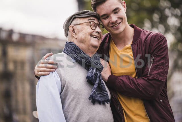 Happy senior man head to head with his adult grandson outdoors - UUF19310 - Uwe Umstätter/Westend61