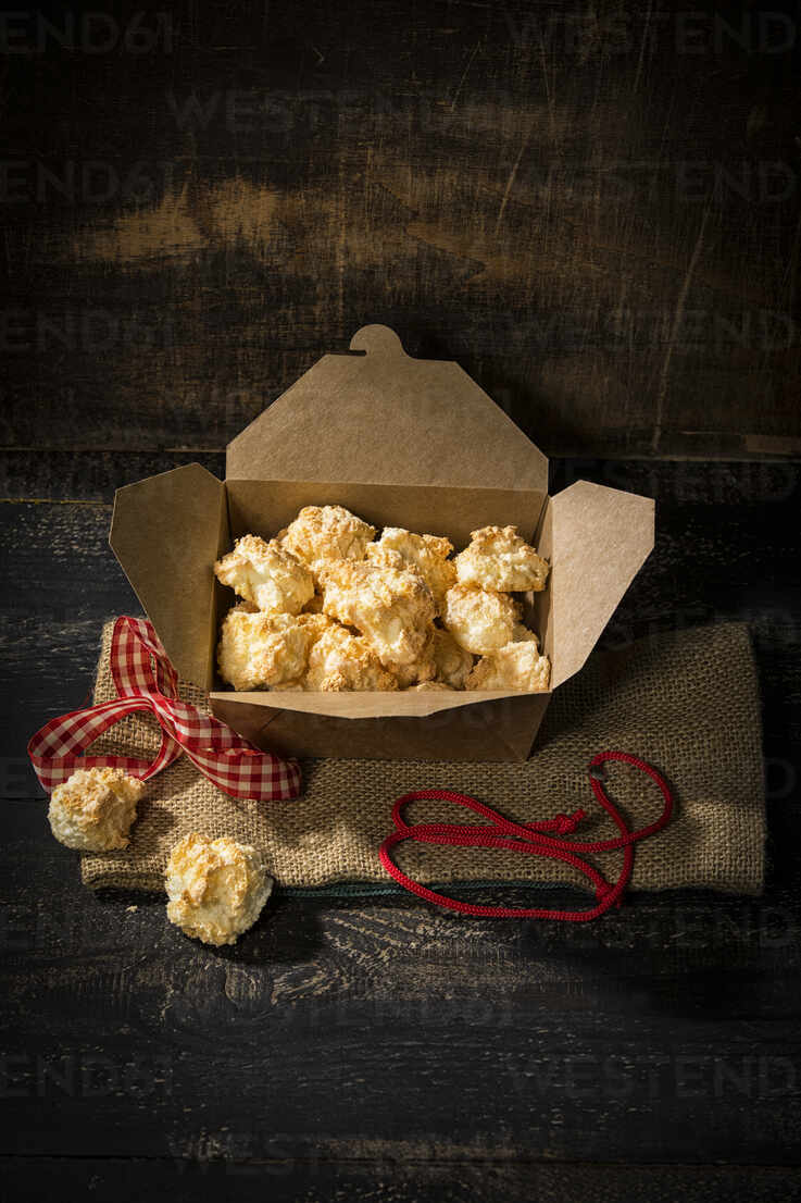 Box Of Freshly Baked Coconut Macaroons Maef12959 Roman Marzinger Westend61
