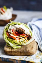 Lowcarbburger with bun salad, roasted vegetables andtzatzikisauce - SBDF04077