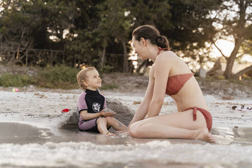Happy mother with daughter on the beach - DIGF08813
