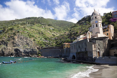 Coast at Vernazza, Cinque Terre, Italy - GIOF07373
