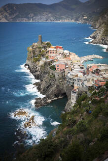 Townscape of Vernazza at the Ligurian Sea, Cinque Terre, Italy - GIOF07385