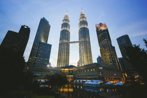 Petronas Towers at dusk, Kuala Lumpur, Malaysia - GIOF07418