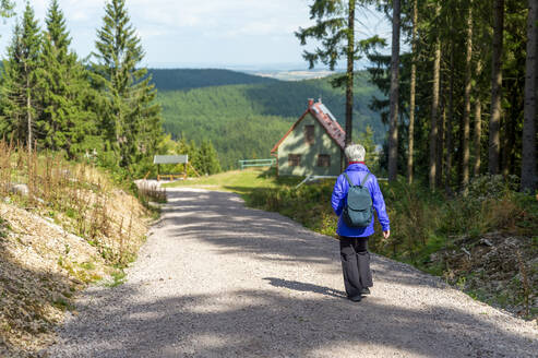 Senior woman hiking at Schlossbergkanzel, Oberhof, Thuringia, Germany - FRF00885