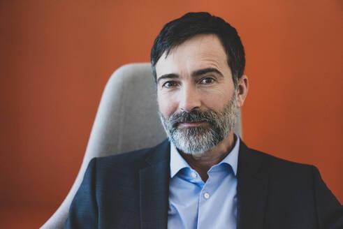 Portrait of confident mature businessman - MOEF02588