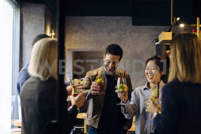 Colleagues celebrating after work in a bar - SODF00276 - Sofie Delauw/Westend61