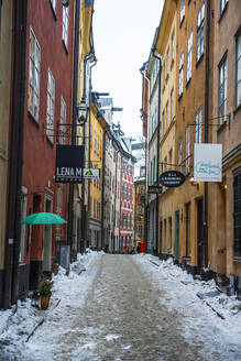 Narrow alley in winter in the old town of Stockholm, Sweden - RUN03379