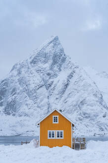 Lonely house with a sharp edged mountain in lofoten islands - CAVF68698