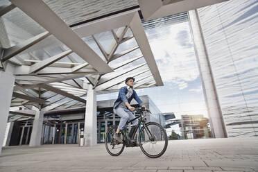 Student on his e-bike at Goethe University in Frankfurt, Germany - RORF01960