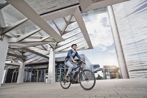 Student on his e-bike at Goethe University in Frankfurt, Germany - RORF01960