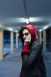 Portrait of young woman on the phone in the evening - ERRF02069