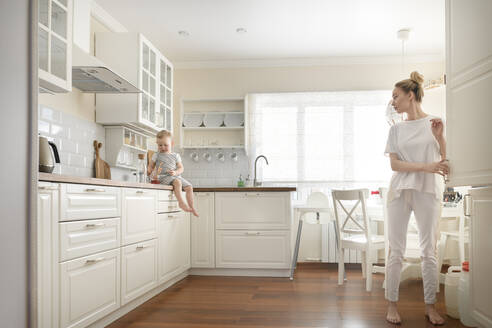 Mother with her little boy in the kitchen - EYAF00683