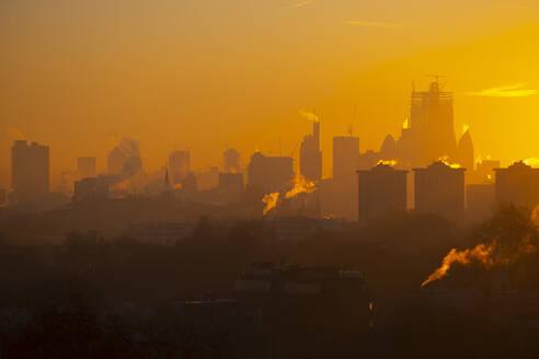 UK, England, London, City skyline at moody sunrise - LOMF00925