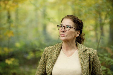 Portrait of a mature woman in a autumn forest - FLLF00354