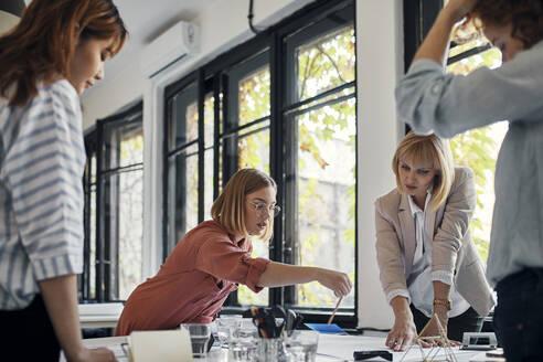 Businesswomen having a meeting in office - ZEDF02759