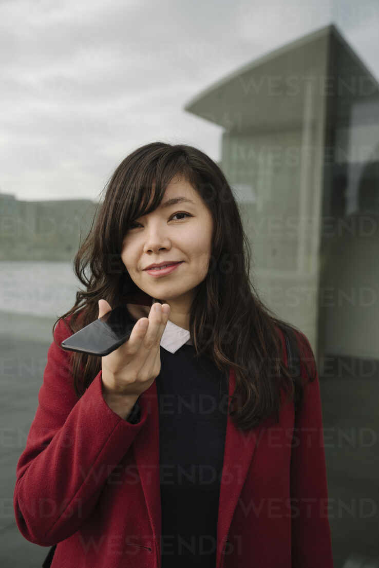 Portrait of businesswoman using smartphone - AHSF01521 - Hernandez and Sorokina/Westend61