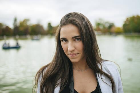 Portrait of a woman at a lake - KIJF02835