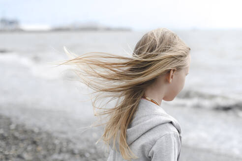 Girl with blowing hair at the seafront - EYAF00721