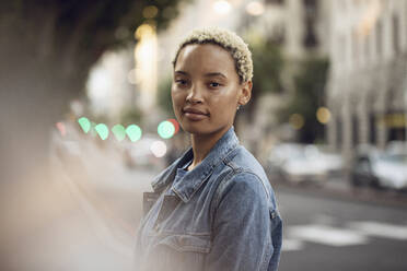Portrait of confident young woman in the city - MCF00427