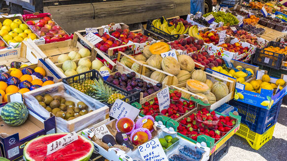 Fruit stall on the market, Sirmione, Lake Garda, Italy - MHF00519