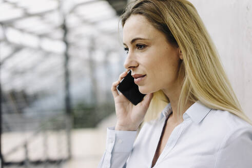Portrait of a young businesswoman on the phone - JOSF03846