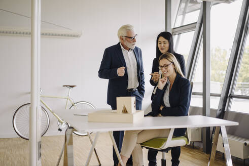 Business people having a meeting in office - JOSF03921