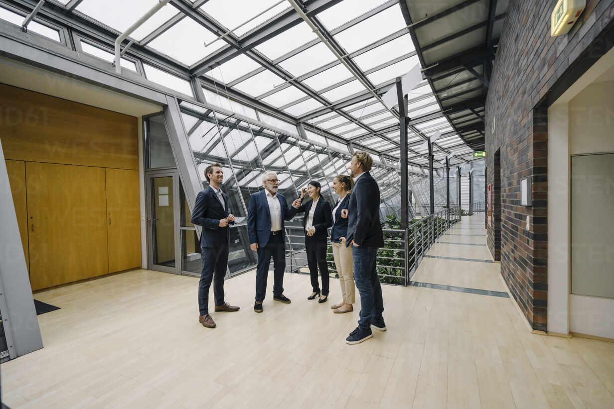 Confident business people talking in modern office building - JOSF03954 - Joseffson/Westend61